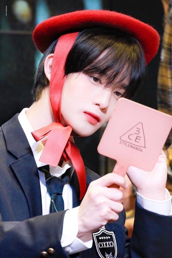 Bae Jin Young (CIX) nổi tiếng với visual hợp gu khán giả Hàn Quốc.