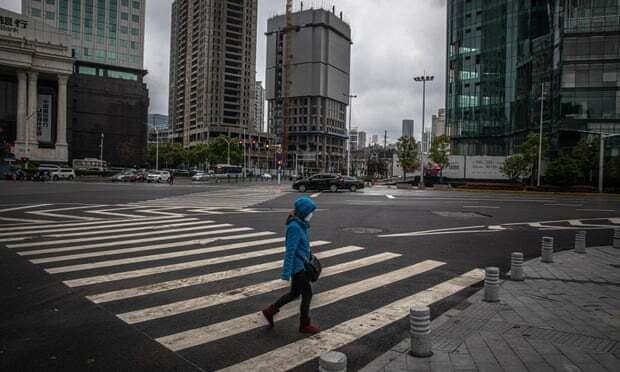 Những con đường vắng vẻ ở Vũ Hán trong thời kì phong tỏa. Ảnh: EPA.