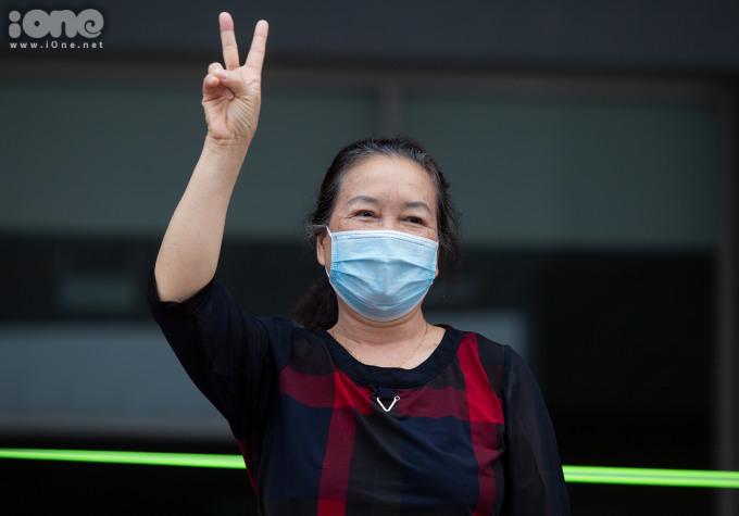 """<p class=""""Normal""""><span>Bà B (64 tuổi, Bắc Giang) liên tục bày tỏ lời cảm ơn tới đội ngũ nhân viên, ybác sĩ.</span></p>"""