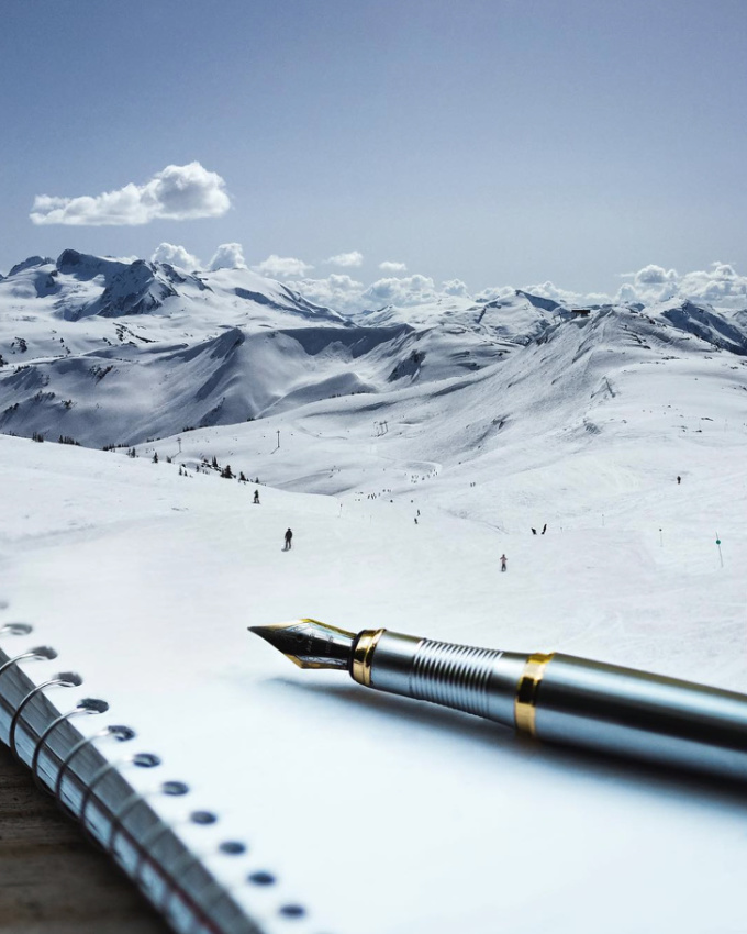 <p>Bạn đang viếtnhững kỷ niệm lên cuốn sổhaylên những ngọn núi tuyết trắng muốt?</p>