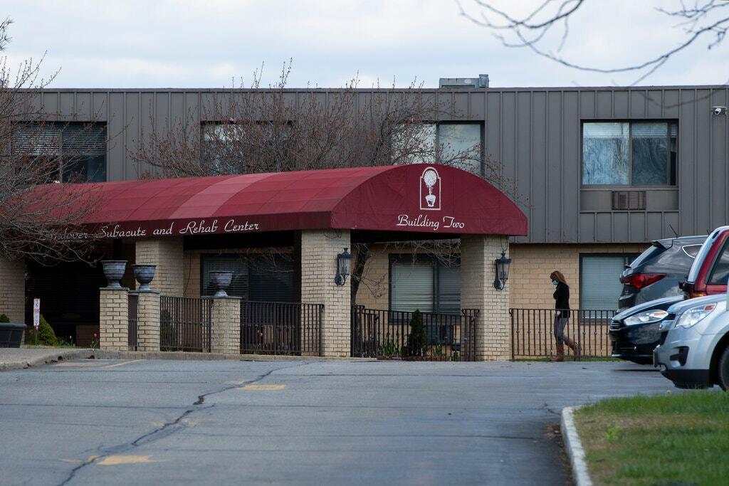 Một trong hai tòa nhà của Trung tâm Phục hồi chức năng Andover Subacute, nơi 17 thi thể bị nhét vào trong một nhà xác nhỏ. Ảnh: New York Times.