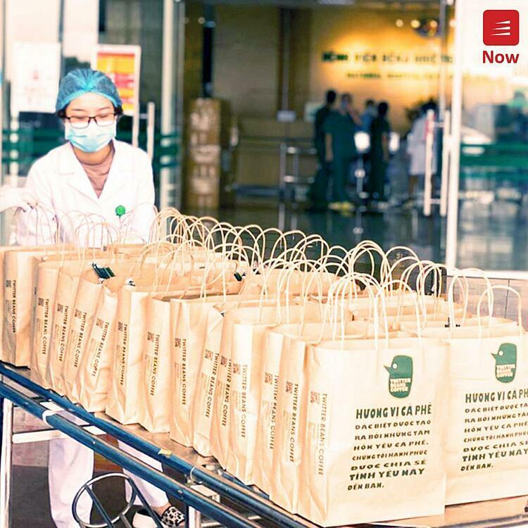 Trong suốt thời gian qua, chương trình đã đồng hành cùng rất nhiều những thương hiệu gần gũi với giới trẻ như Twitter Beans Coffee, Cheese Coffee, Yi Fang Taiwan Fruit Tea, Ích Hoà Đường Taiwan Tea... Danh sách những người ủng hộ cũng luôn được Now cập nhật đều đặn trên trang fanpage theo từng chương trình.  Ngày 25/3/2020, chương trình chính thức được khởi động với sự kiện đầu tiên kết hợp cùng Twitter Beans Coffee, gửi tặng hàng ngàn cốc cafe và trà sữa đến tận tay các bác sĩ bệnh viện tuyến đầu. Sự kiện này ngay lập tức thu hút được rất nhiều sự quan tâm của cộng đồng nói chung và các đối tác nói riêng.