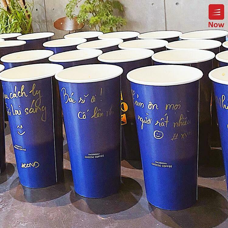 Như vậy, chỉ với một khoản tiền rất nhỏ từ 5,000 - 10,000 đồng và vài thao tác đơn giản trên hệ thống Now, bất cứ ai dù ở đâu cũng có thể gửi tặng những cốc trà sữa, cafe và mì ly ấm áp cùng những lời chúc ý nghĩa đến các đơn vị đang làm công tác chống dịch. Không dừng lại ở đó, ngày 14-18/4 Now sẽ tiếp tục cùng thương hiệu trà sữa Ích Hoà Đường Taiwan Tea gửi tặng 1000 combo mì và trà đến khu cách ly tập trung Láng Hoà Lạc. Đồng thời, đơn vị tổ chức cũng cho biết các chương trình ý nghĩa sẽ được duy trì cho đến khi đại dịch hoàn toàn được đẩy lùi.