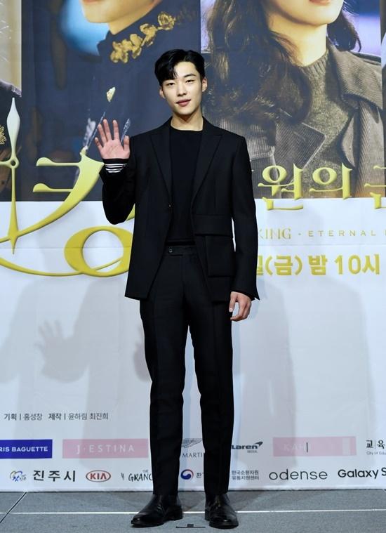 Woo Do Hwan vào vai vệ sĩ thân cận của Lee Gon.