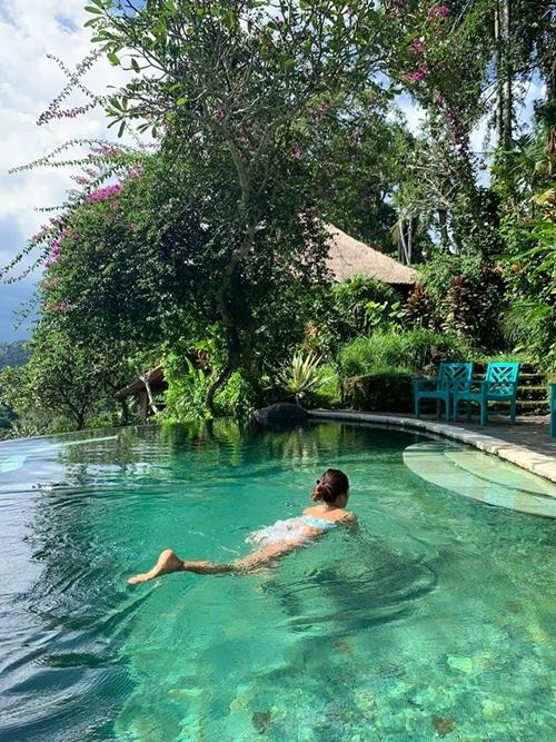 Minh Tú bày đủ trò chống chán khi mắc kẹt ở Bali - 2