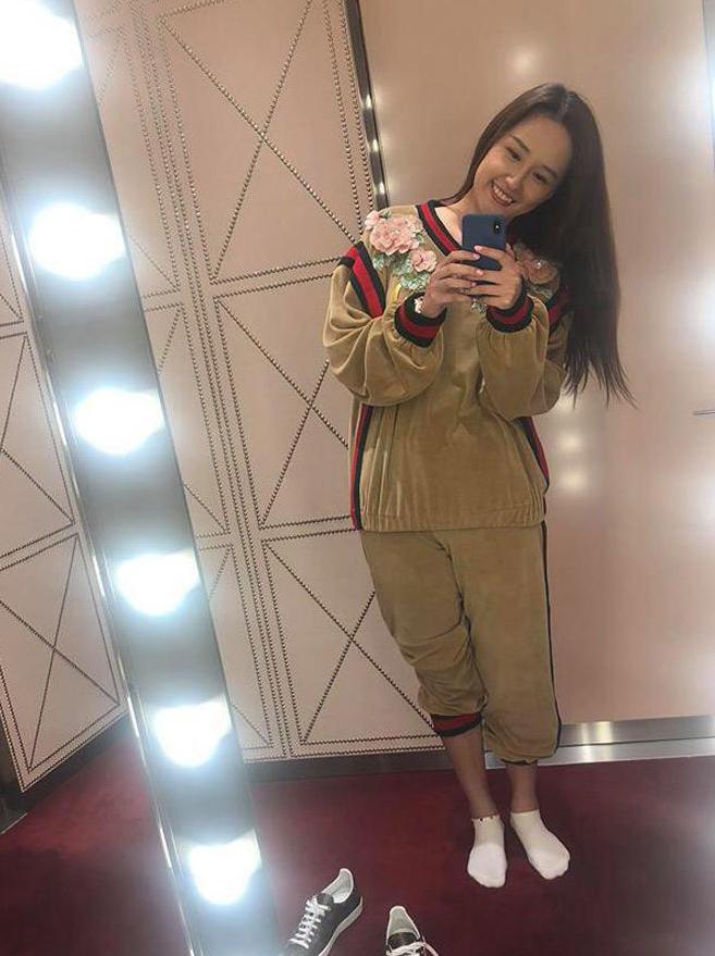 Nổi tiếng là yêu nữ hàng hiệu, Mai Phương Thúy không ngại bỏ đến 120 triệu đồng để rước về bộ đồ nhung mặc nhà của Gucci.