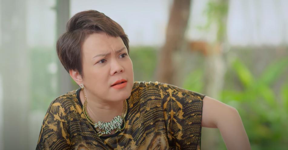 Việt Hương làm con gái bất hiếu trên phim.