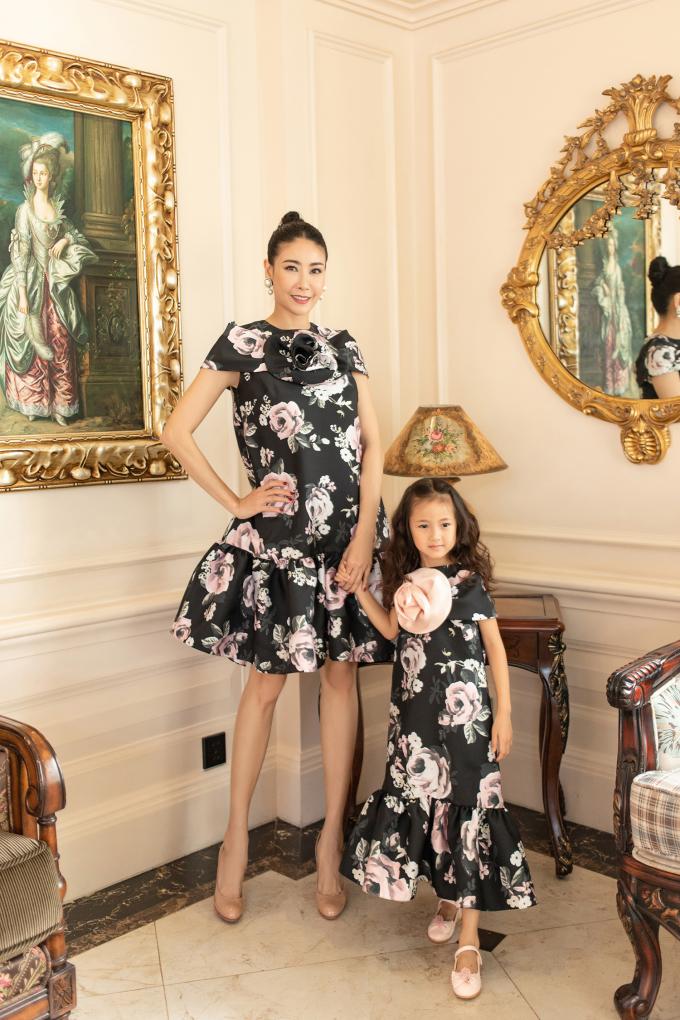 """<p class=""""Normal""""><span>Năm nay, con gái của Hoa hậu Hà Kiều Anh lên 5 tuổi. Ngoài việc đầu tư giáo dục cho con, hoa hậu cũng xem trọng việc làm đẹp cho bé với trang phục giá cả vừa phải.</span></p>"""