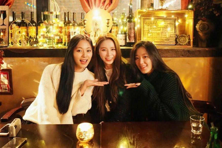 Sinh nhật 20 tuổi của Shu Hua, cả ba đã có thời gian gặp mặt và không quên chụp hình khoe với fan.