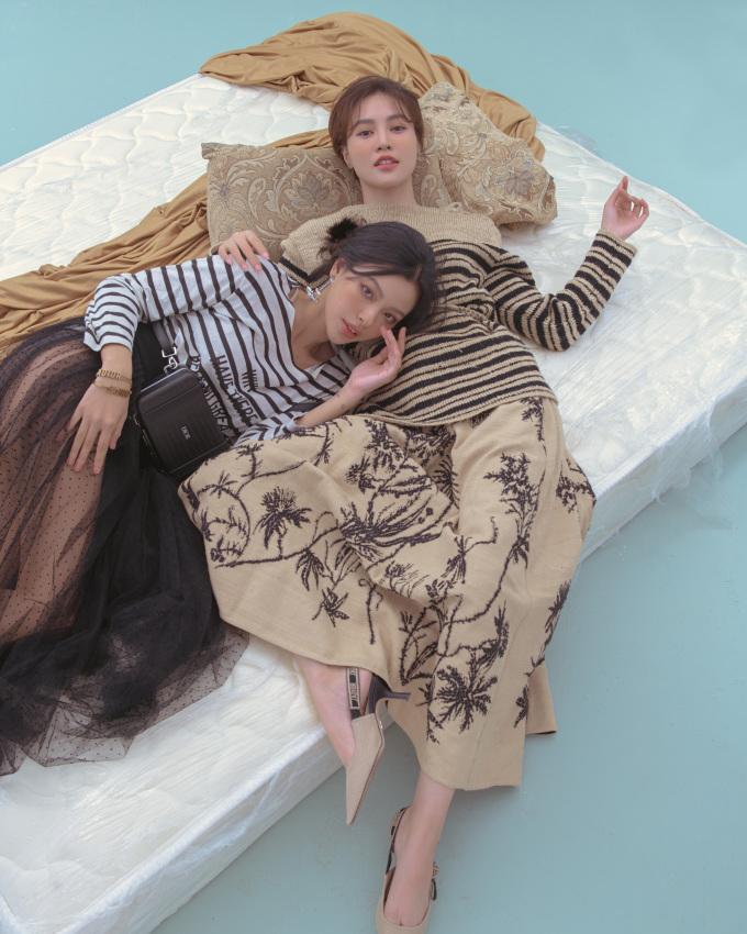 """<p class=""""Normal"""">Ninh Dương Lan Ngọc cho biết quen Tú Hảo đã lâu nhưng nay mới thực hiện bộ ảnh chung. Concept """"chị chị em em"""" được họ lựa chọn.</p>"""
