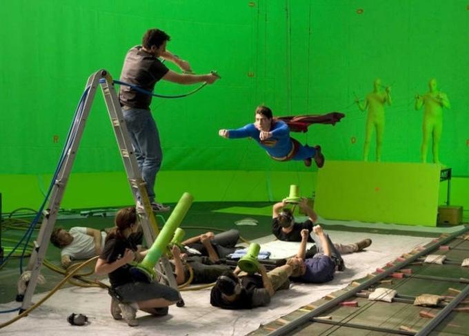 <p>Hóa ra đây là cách Superman bay.</p>