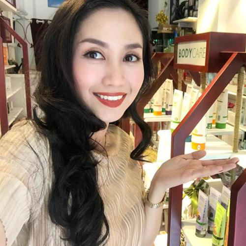 Ốc Thanh Vân từng bán mỹ phẩm của thương hiệu bị cơ quan chức năng sờ gáy.