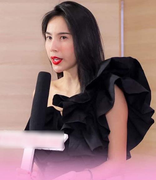 Hình ảnh Thủy Tiên làm khách mời cho sự kiện của nhãn hàng.