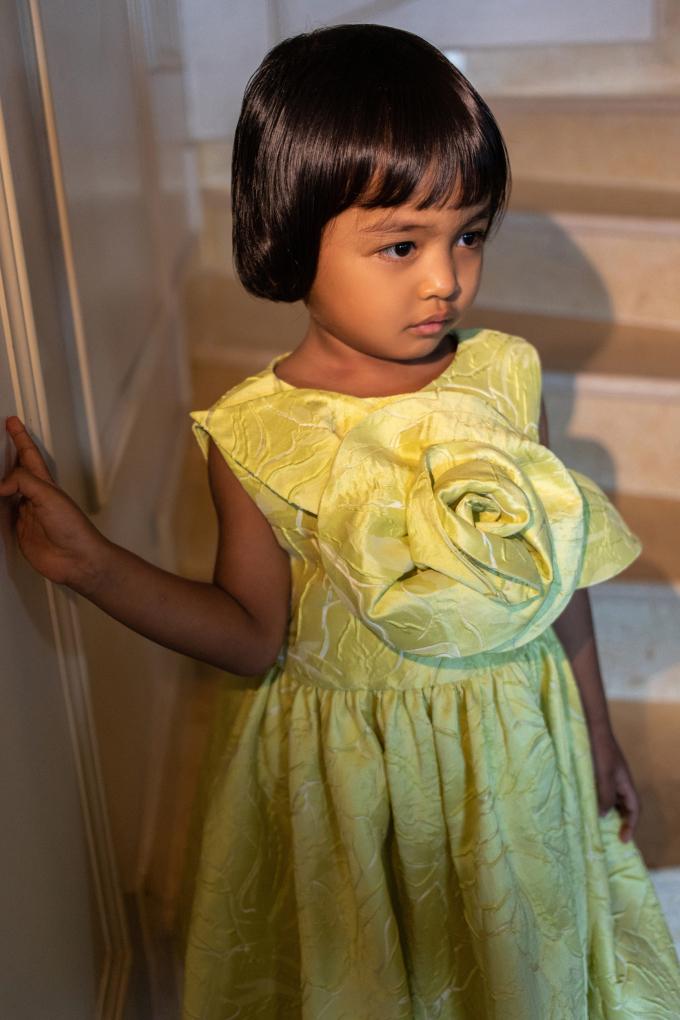 """<p class=""""Normal""""><span>NTK Đỗ Mạnh Cường cho biết con gái nuôi 4 tuổilà nguồn cảm hứng để anh cho ra đời những mẫu thiết kế dành cho trẻ em.</span></p>"""