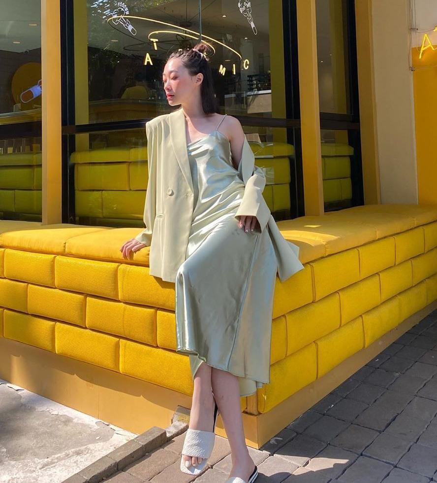 Kiểu đầm lấy cảm hứng từ thời trang nội y được phái đẹp ưa chuộng cả khi ra phố, đi biển, thậm chí là diện đến các buổi tiệc sang trọng.