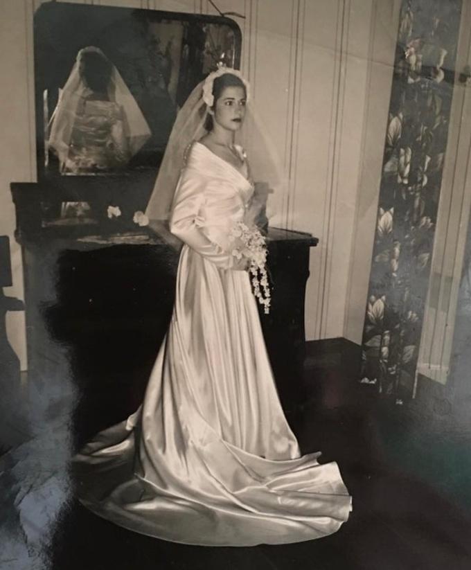 <p>Bà ngoại tôi chụp ảnh cưới vàonăm 1951.</p>