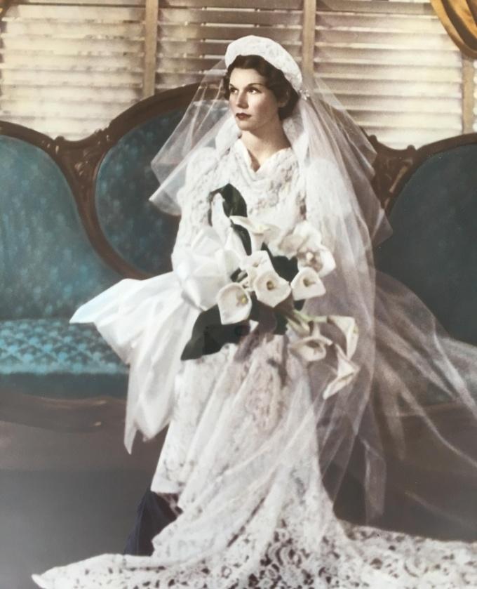 <p>Bức ảnh của bà tôi được chụp vào năm 1935.</p>