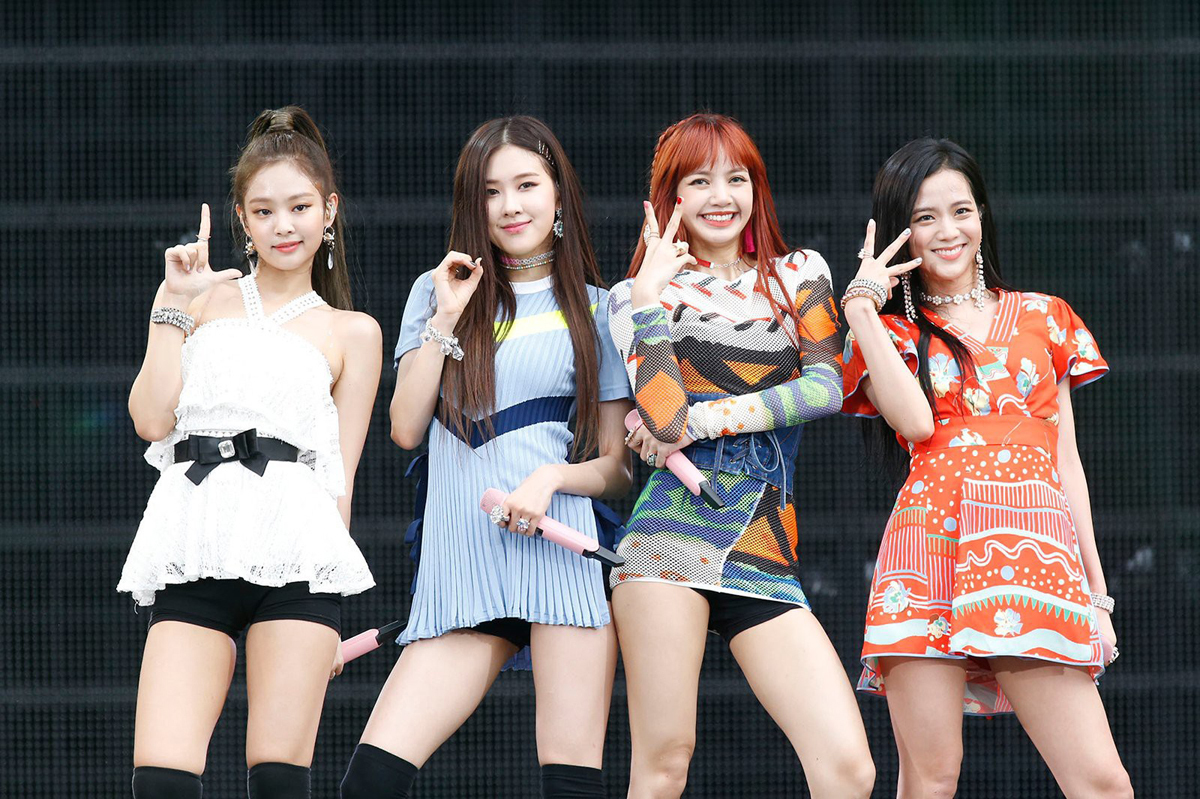 Ji Soo và Rosé nhiều lần bị nhận xét là thiệt thòi vì trang phục kém đẹp nhất nhóm.