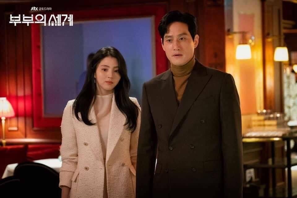 Tuy nhiên cũng vì áp dụng quá thường xuyên, công thức đồ vải tweed của Da Kyung trở nên quá dễ đoán.