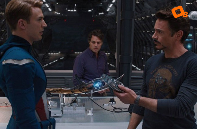 """<p class=""""Normal"""">Robert Downey Jr đã giấu đồ ăn vặt khắp nơi trong phần<em> The Avengers</em>. Ở cảnh nàykhi bạn thấyanh ấy đang thưởng thức món gì đó, hãy hiểu là nó không nằm trong kịch bản.</p>"""