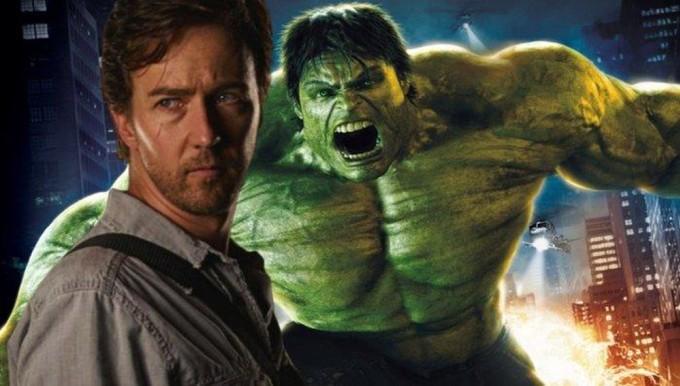 """<p class=""""Normal"""">Trong phần phim riêng<em> IncredibleHulk</em> (2008), nhân vật này do Edward Norton thủ vai. Đáng lẽ Norton cũng đóng <em>The Avengers</em> nhưng vì không thỏa thuận thành công với hợp đồng mới của Marvel, anh phải nhường vai này cho Mark Ruffalo. Ngoài đời, Ruffalo và Norton là bạn thân.</p>"""