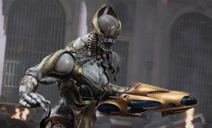 <p>Mỗi bàn tay của Chitauri có hai ngón tay cái để thể hiện sự khác biệt của người ngoài hành tinh.</p>