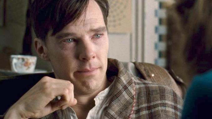 <p>Khi gần quay xong <em>The Imatation Game</em>, Benedict Cumberbatch bị ám ảnh vì quá nhập tâm vào nhân vật nhà toán học Alan Turing. Điều này khiến anh trở nên suy sụp. Cumberbatch thừa nhận anh từng không thể ngừng khóc khi nghĩ về số phận bi thảm của Alan.</p>  <p>Ngoài đời, Alan bị truy tố năm 1952 vì hành vi đồng tính luyến ái, sau đó ôngtự tử.</p>
