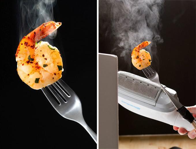 <p>Miếng tôm nóng hổi khi vừa nấu xong, hay có sự kết hợp của bàn là hơi nước?</p>