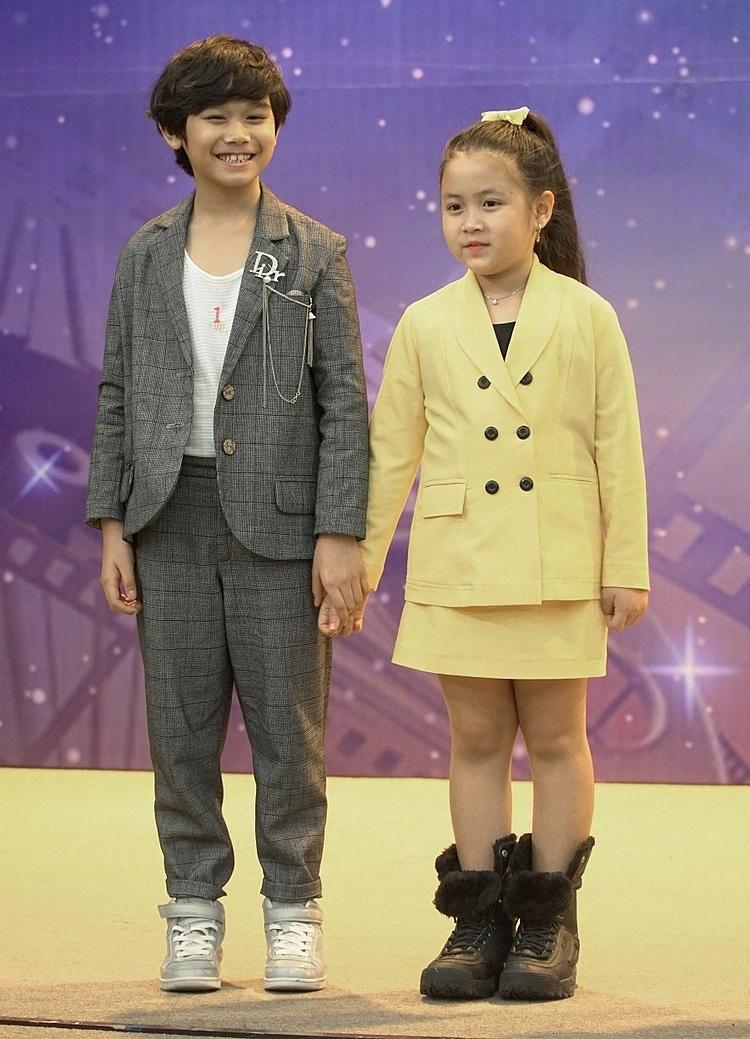 Bé Ngân Chi (phải) giành giải Nữ diễn viên điện ảnh triển vọng.