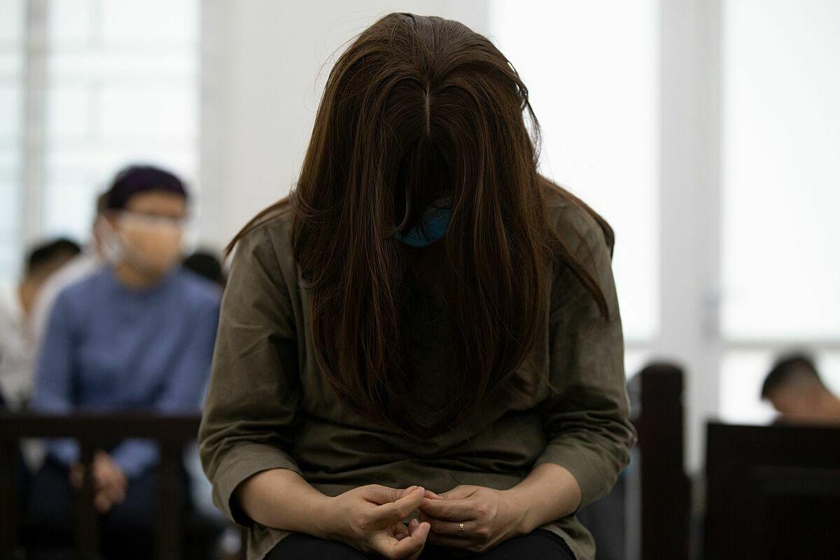 Bị cáo Nguyễn Thị Thuỷ - nữ giáo viên trường Gateway tại phiên toà sáng 18/5. Ảnh: Tùng Đinh.