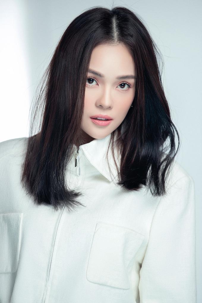 """<p class=""""Normal"""">Stylist: Kye Agency, Photo: Mr AT, Makeup: Thái Vũ Tài Ngân.</p>"""