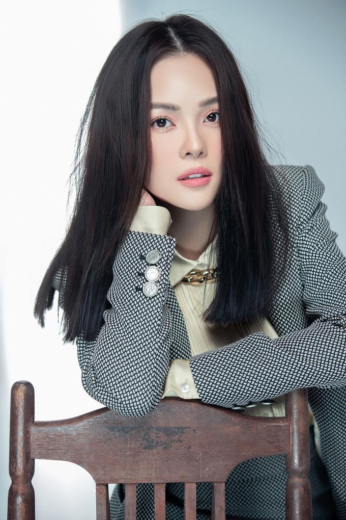 <p>Nhiều người so sánh hình ảnh của người đẹp với Song Hye Kyo vì phong cách của cả hai có nhiều nét tương đồng.</p>