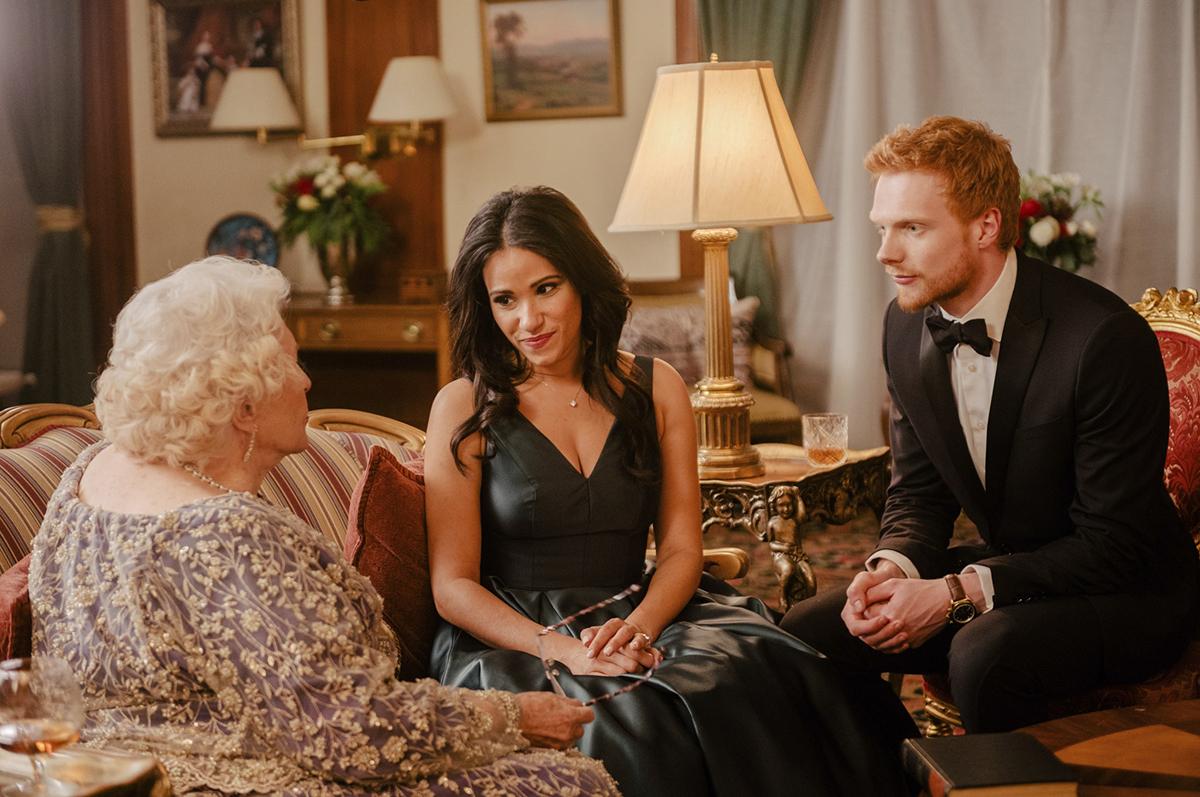 Cặp đôi Charlie Field và Tiffany Smith đóng công nương và công tước xứ Sussex trong Becoming Royal. Ảnh: Lifetime.