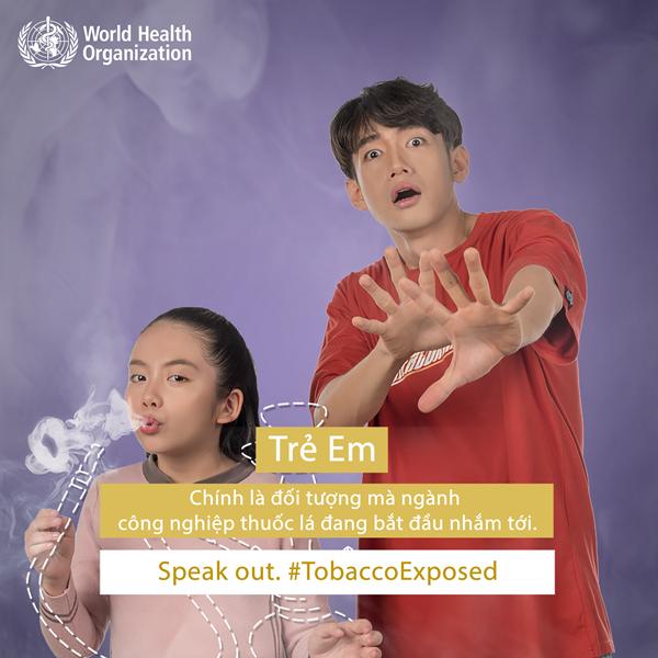 Quang Đăng chụp ảnh tuyên truyền cho dự án chống thuốc lá toàn cầu.