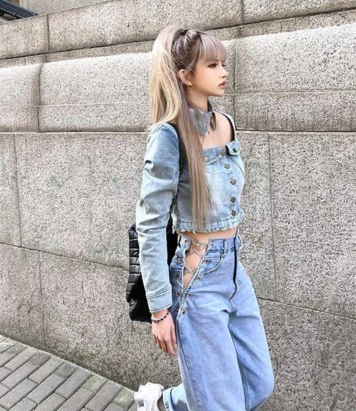 Khi diện chiếc quần này, con gái chỉ có thể mặc quần nội y dạng C-string hoặc miếng dán để tránh gây lộ liễu phản cảm.