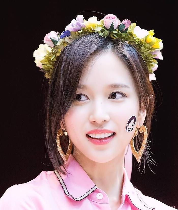 Những idol đội vòng hoa xinh đẹp như nữ thần tái thế - 4