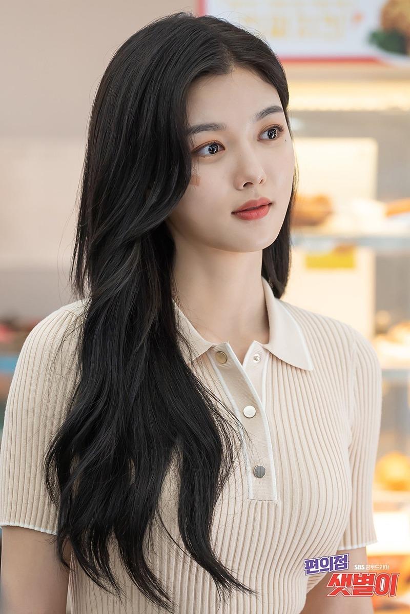 Nữ diễn viên 21 tuổi ngày càng xinh đẹp.