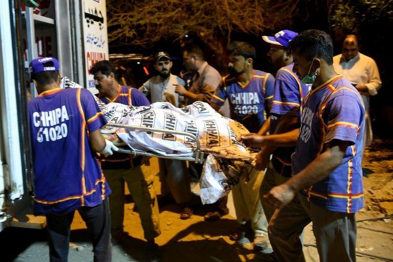 Ít nhất 41 người thiệt mạng và 1 người sống sót sau vụ va chạm. Ảnh: AFP/Rizwan TABASSUM.