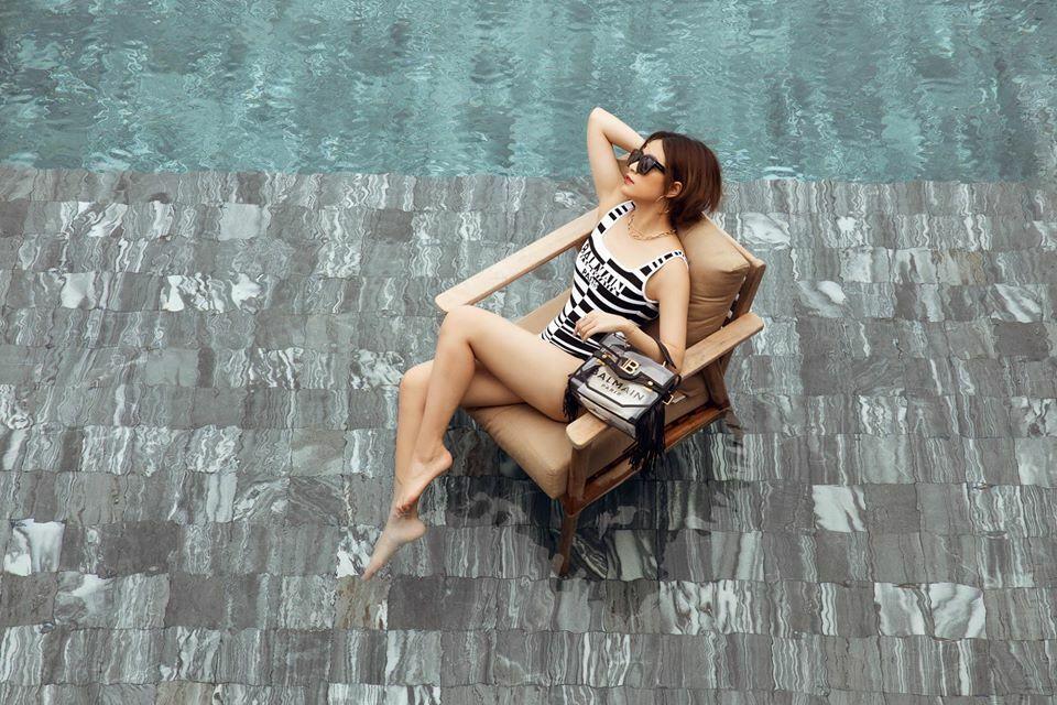 Hoàng Thùy Linh diện đồ tắm Balmain sang chảnh tạo dáng trong khu resort ở Hồ Tràm, Vũng Tàu.
