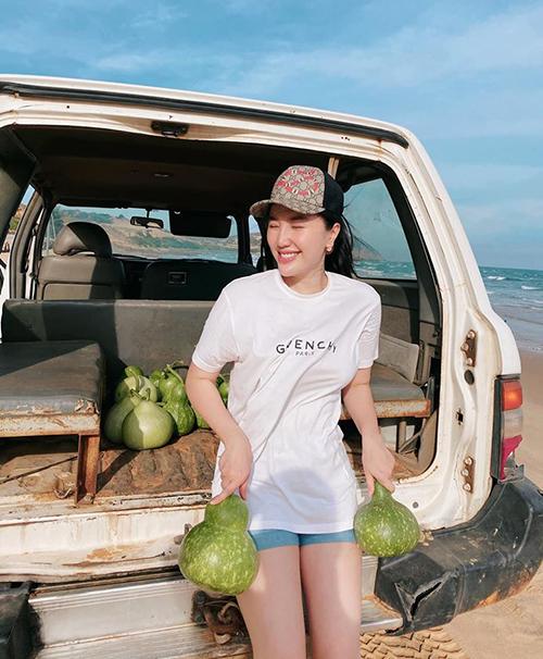 Bảo Thy khoe được quản lý đất tặng bầu khi đi thăm dự án đất biển đã sắm ở Mũi Né, Phan Thiết.