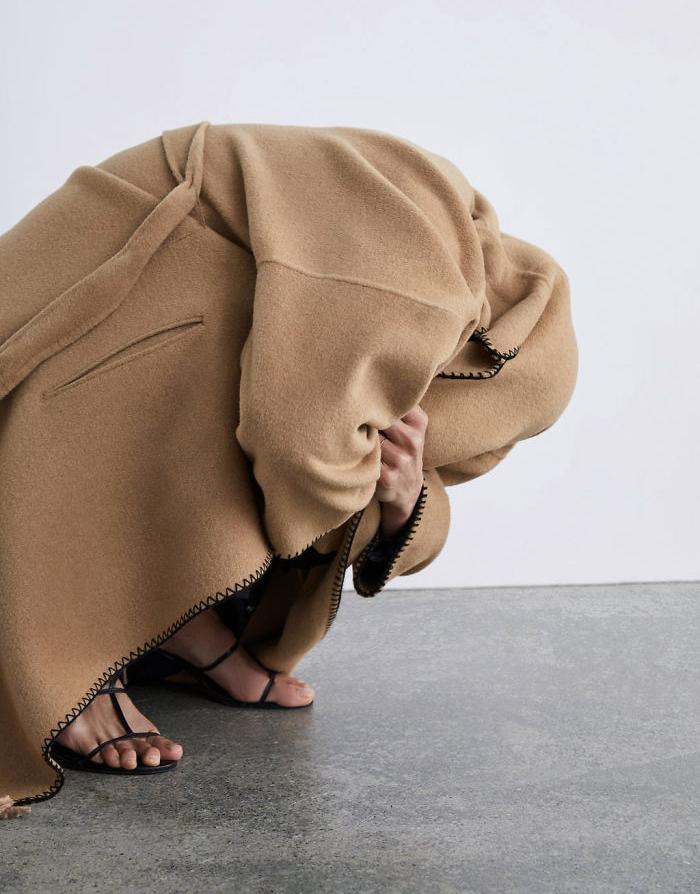 Khách hàng phát bực vì mẫu Zara tạo dáng đánh đố người mua - 22