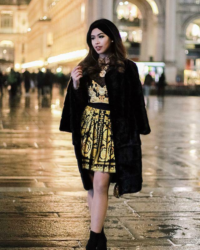 Món đồ giá gần 20 triệu đồng còn được nàng rich kid ứng dụng trong một lần tham dự tuần lễ thời trang.
