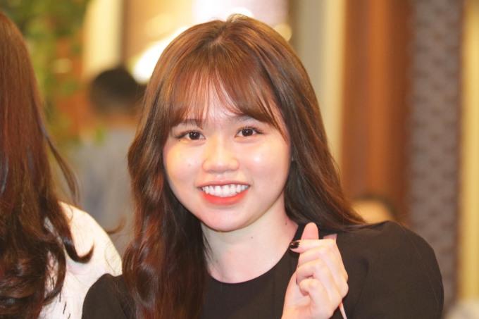 <p>Lần đầu đi cùng bạn trai sau khi công khai, Huỳnh Anh rạng rỡ trước ống kính.</p>