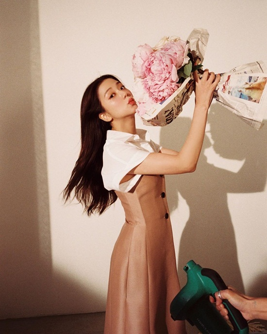 Ji Soo khoe visual ấn tượng khi chụp hình quảng cáo cho Dior.