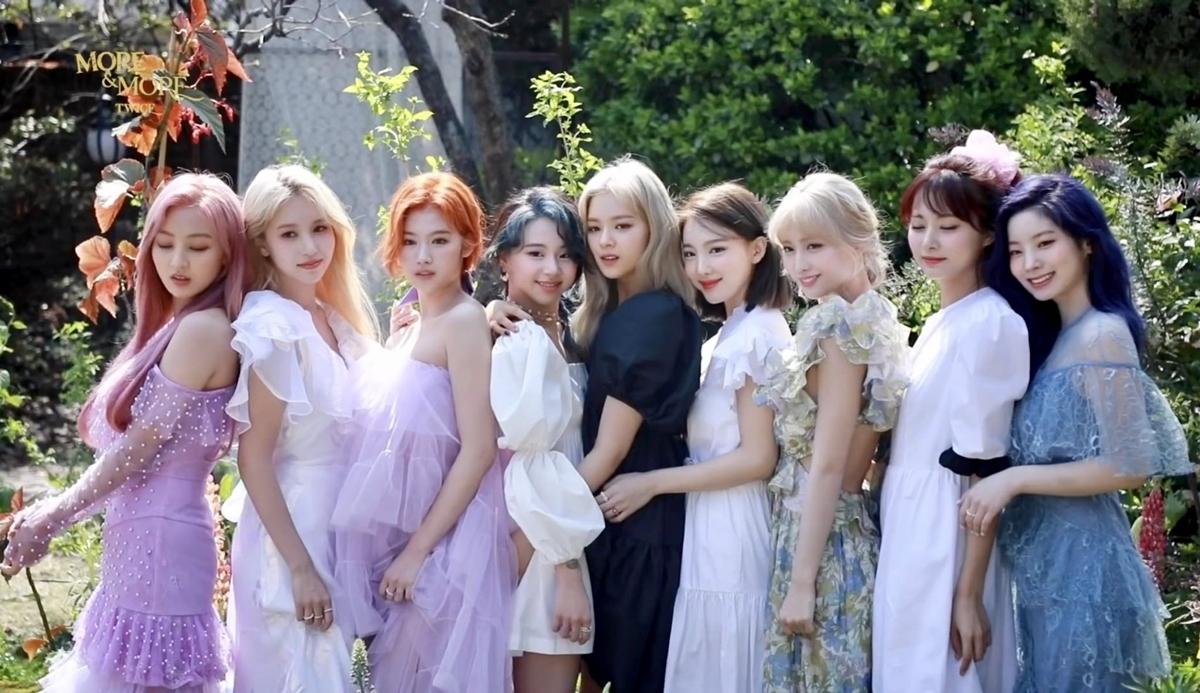 Twice là nhóm nhạc bắn phát súng mở màn trong đại chiến Kpop tháng 6. Nhóm sẽ comeback ngày 1/6 với mini-album More and More và ca khúc chủ đề cùng tên. Khán giả kỳ vọng Twice sẽ mang đến một bản hit mùa hè cùng màn thử nghiệm phong cách mới mẻ, ấn tượng.