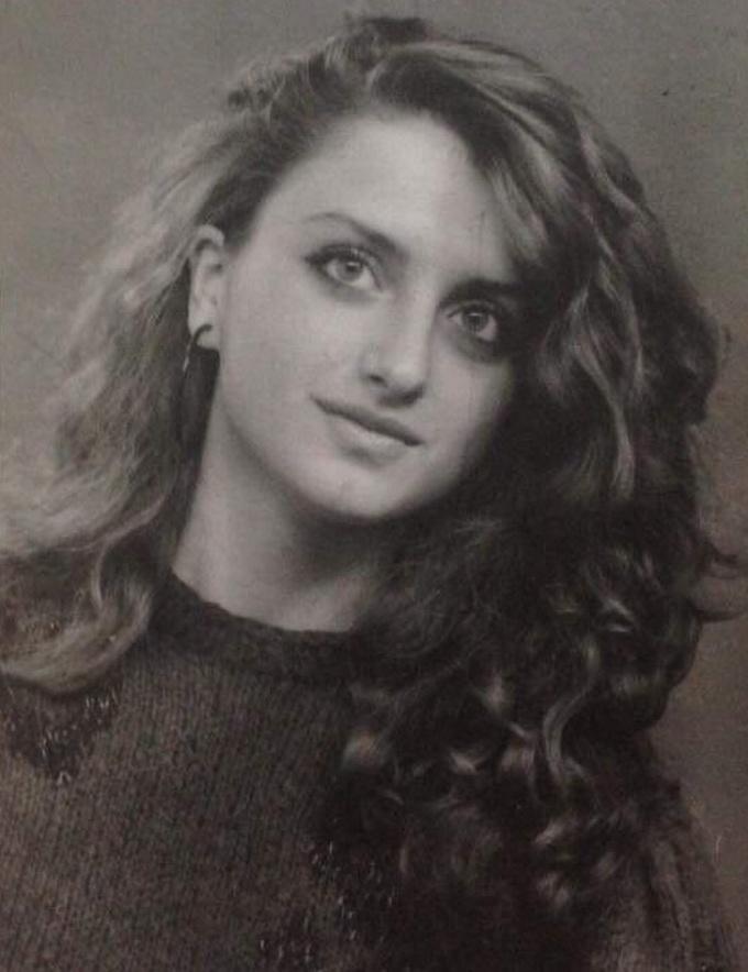 """<p class=""""Normal"""">""""Ảnh chân dung tốt nghiệp của mẹ tôi năm 1989"""".</p>"""