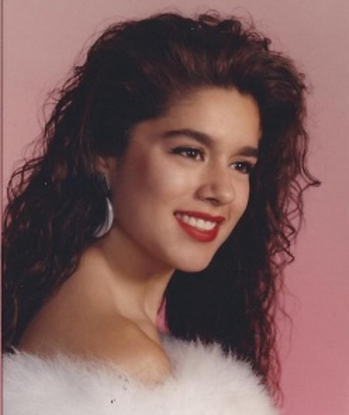 """<p class=""""Normal"""">""""Ngẫu nhiên tìm thấy bức ảnh này của mẹ tôi từ năm 1990"""".</p>"""