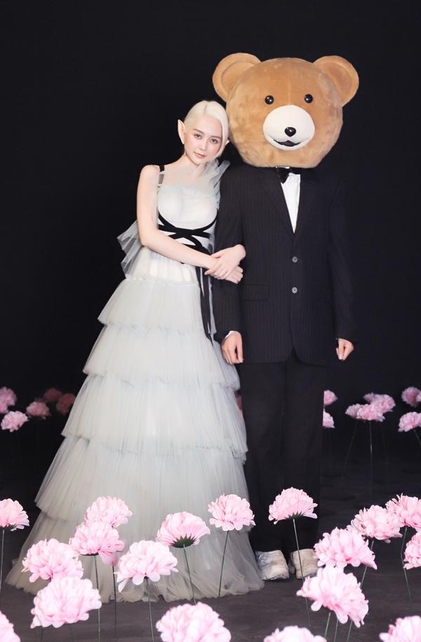 Thiều Bảo Trang diễn xuất cùng chàng đầu gấu trong MV.