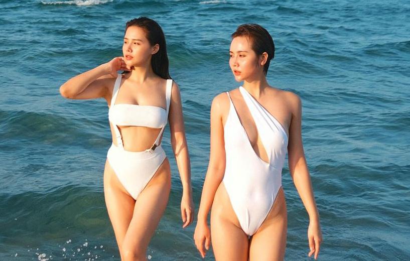 Kỷ niệm 7 năm tình bạn, Phanh Lee và Huyền Lizzie đánh dấu bằng bộ ảnh đi du lịch, đọ dáng sexy với bikini đôi.