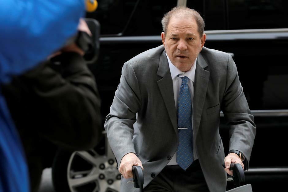 Harvey Weinstein tại phiên tòa xét tội hiếp dâm tại New York, tháng 2/2020. Ảnh: Reuters.